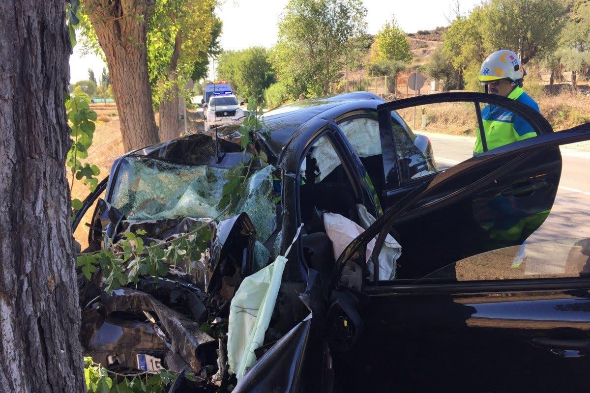 Muere un hombre tras chocar su coche contra un árbol