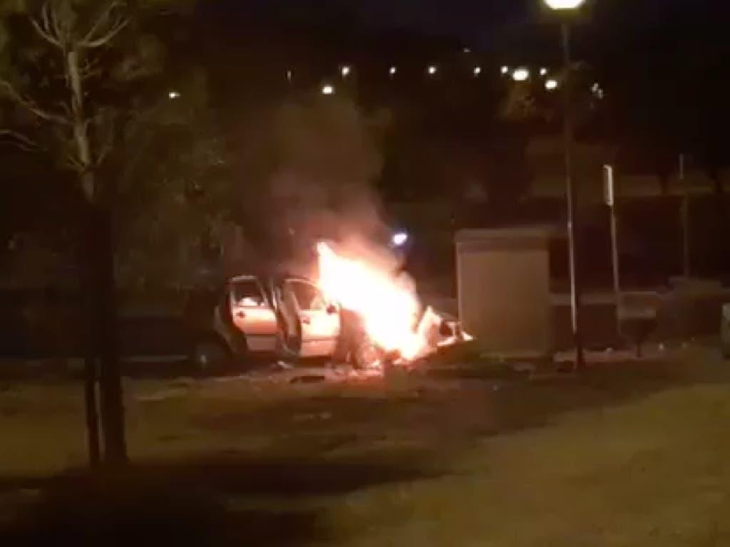 Arde un coche en Torrejón tras estrellarse contra un cuadro eléctrico