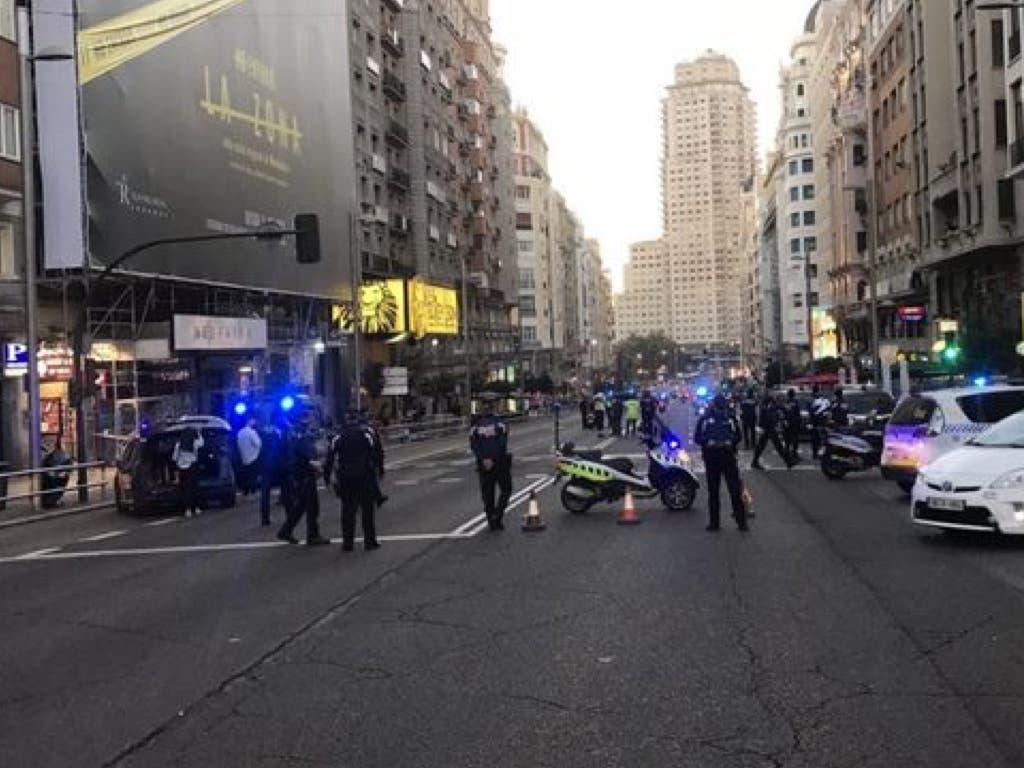 La Policía busca al conductor que abandonó su coche en la Gran Vía