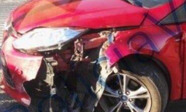 VELILLA: Un conductor ebrio estrella su coche contra una farola y contra un local
