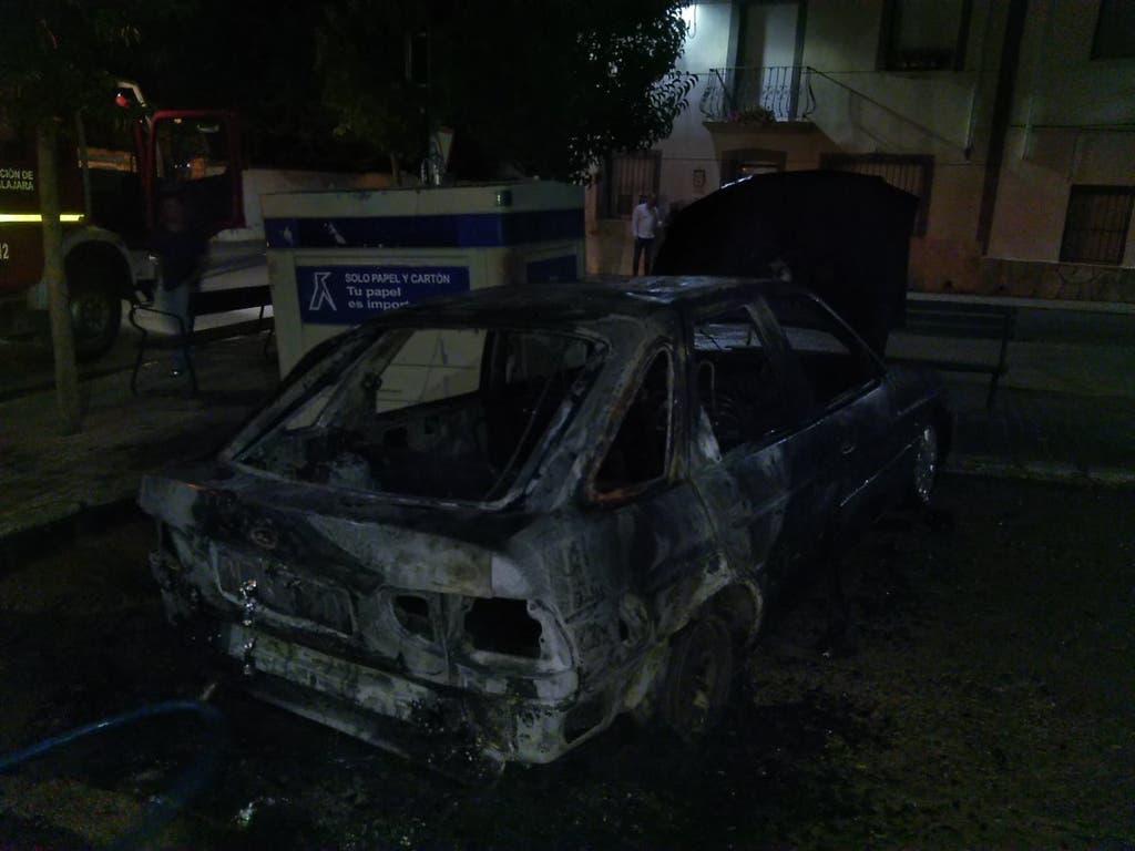 Un posible pirómano calcina tres vehículos en Guadalajara