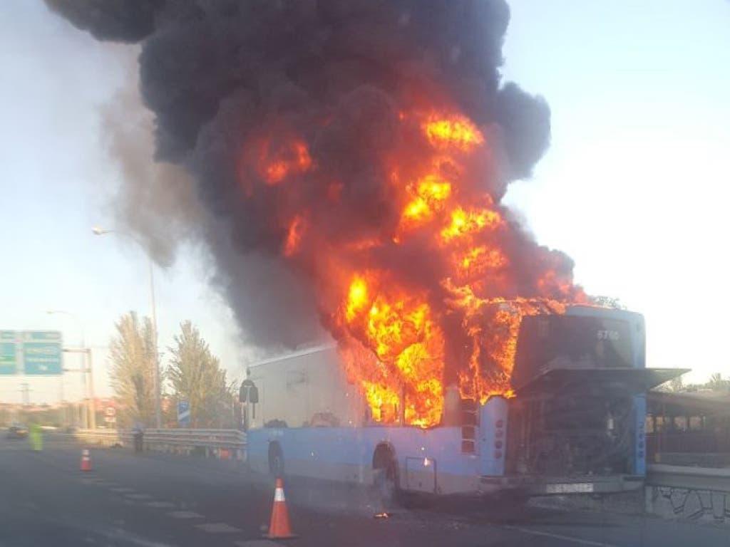 Arde un autobús de la EMT en la M-40