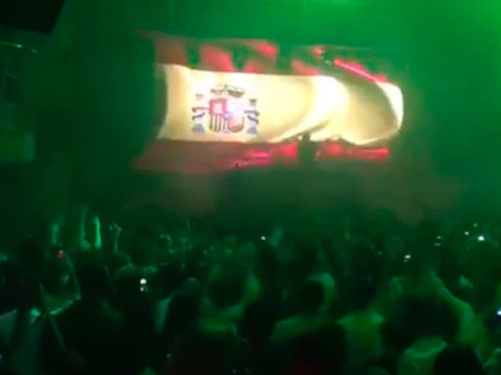 Dos discotecas de Madrid enloquecen con el himno de España