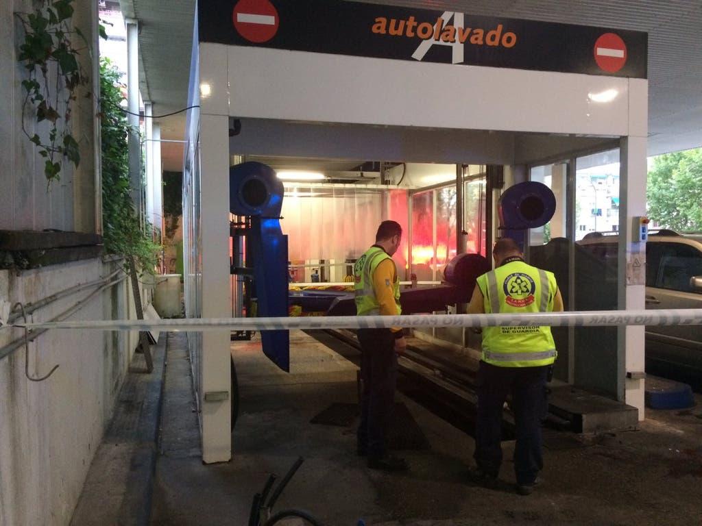 Grave accidente laboral en el túnel de lavado de una gasolinera