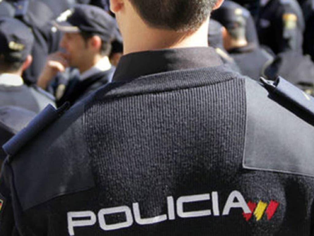 Granada distingue al policía de Alcalá que salvó la vida a un motorista