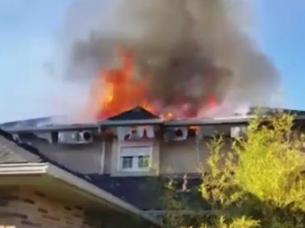 Aparatoso incendio sin heridos en un chalet