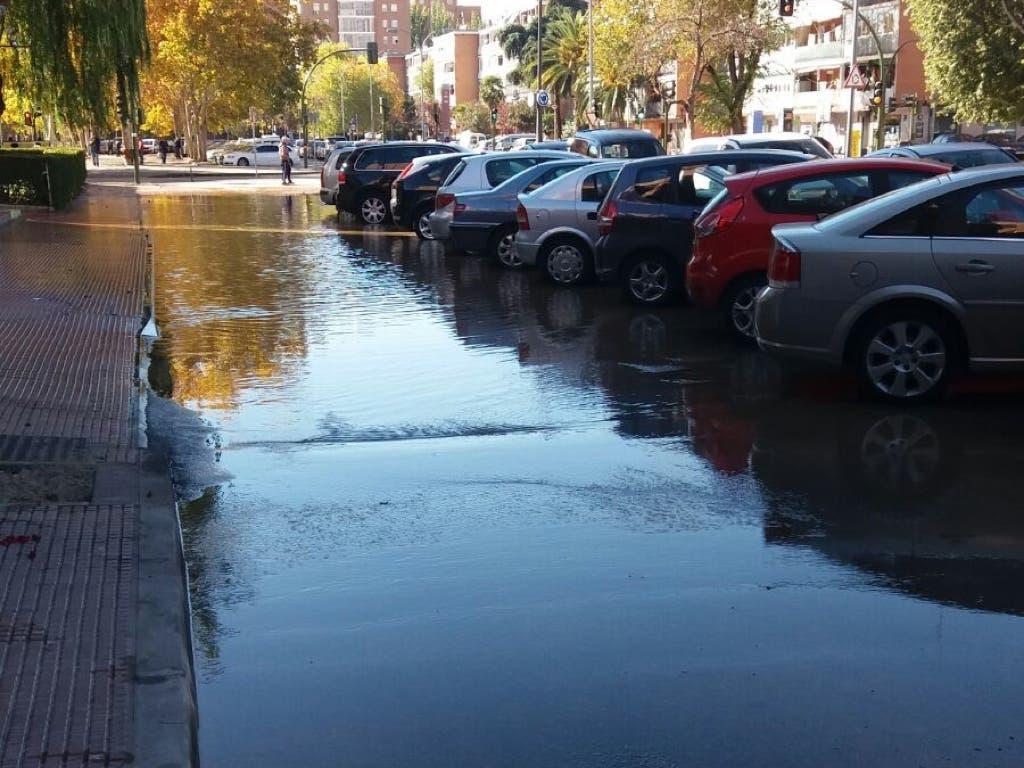 Inundación en El Val de Alcalá de Henares por una avería
