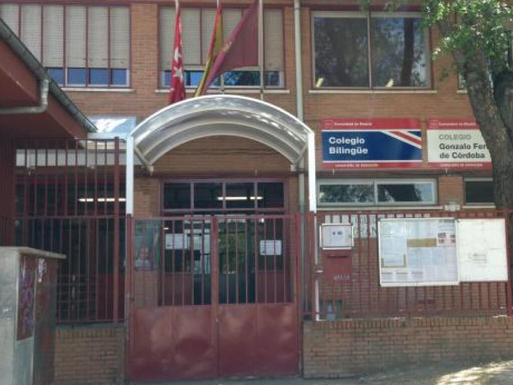 Irrumpe en un colegio de Madrid al grito de «Alá es grande»