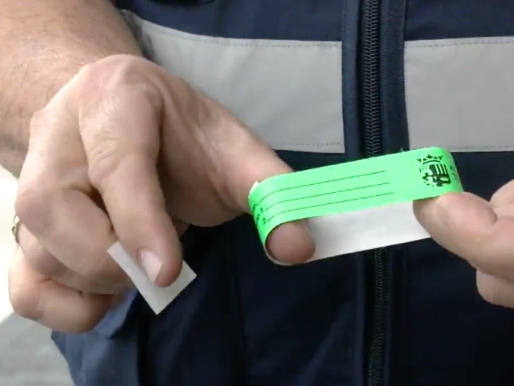 Torrejón reparte pulseras identificativas para niños durante las Mágicas Navidades