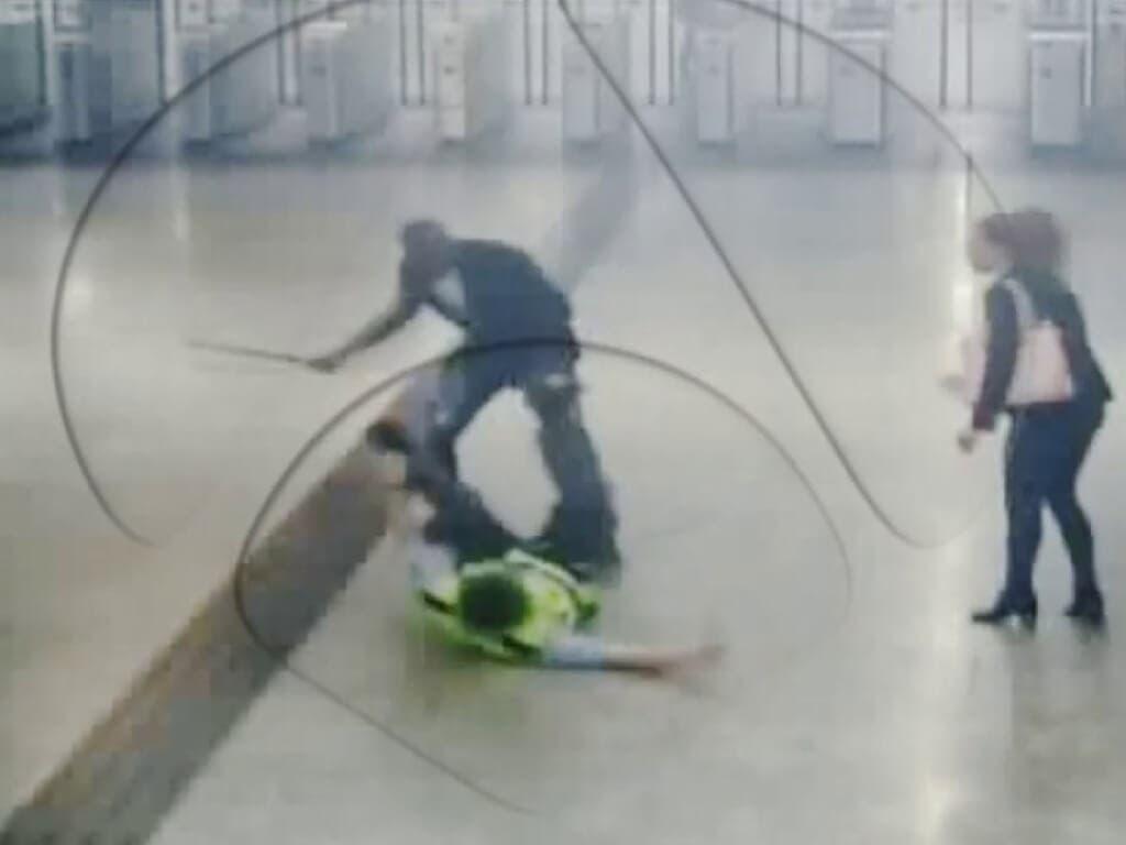 Brutal paliza a un vigilante al impedirle colarse en Cercanías