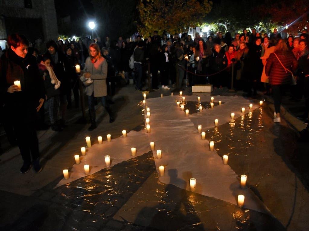 Emotivo homenaje en Alcalá de Henares a las víctimas de la violencia de género