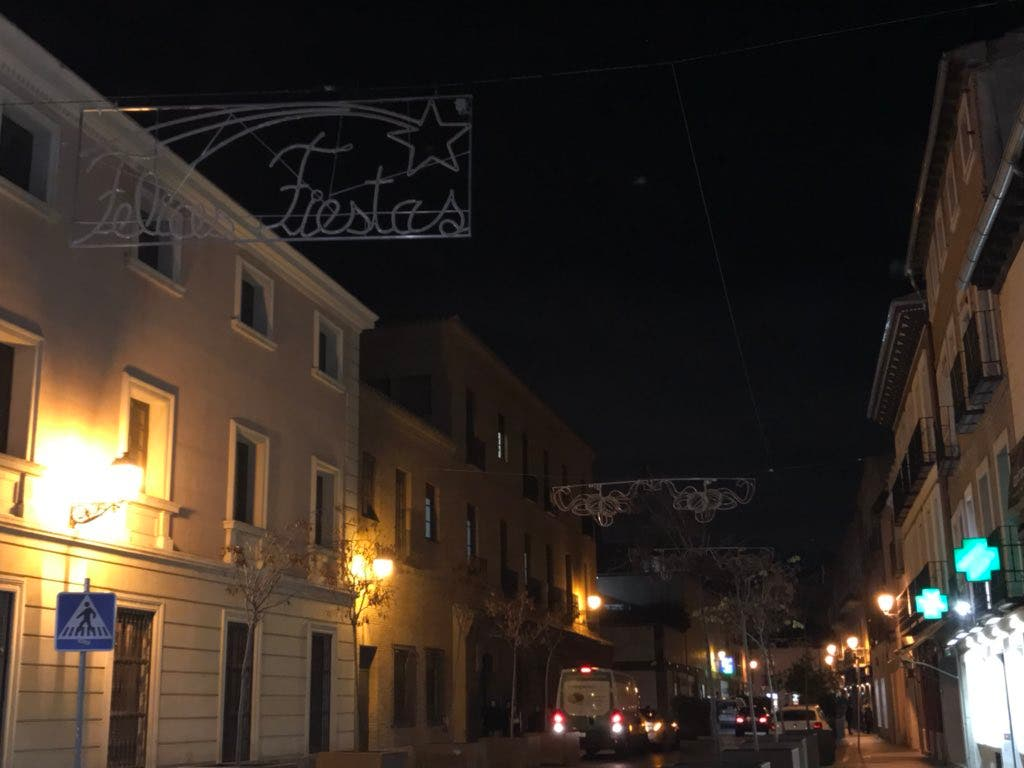 Calle Cerrajeros, a oscuras.