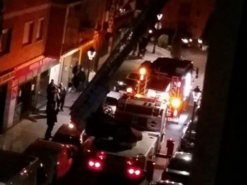 Los Bomberos rescatan a un hombre en Torrejón que había quedado encerrado en su casa