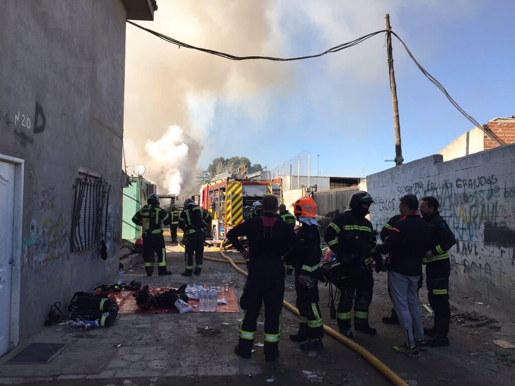 Un incendio de chabolas en la Cañada deja a varias familias sin techo