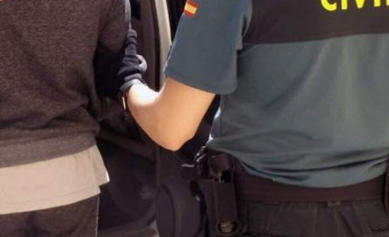Tres okupas detenidos y seis agentes heridos en Azuqueca de Henares