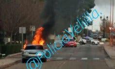 Se incendia un coche en plena calle en Velilla de San Antonio