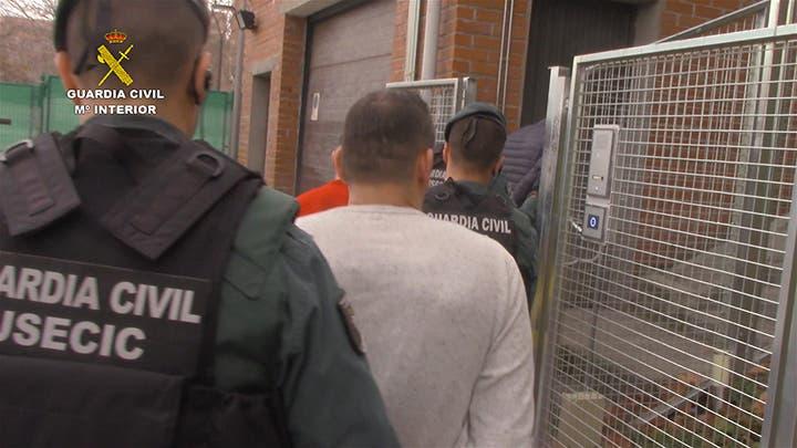 Hay cinco detenidos (Guardia Civil).