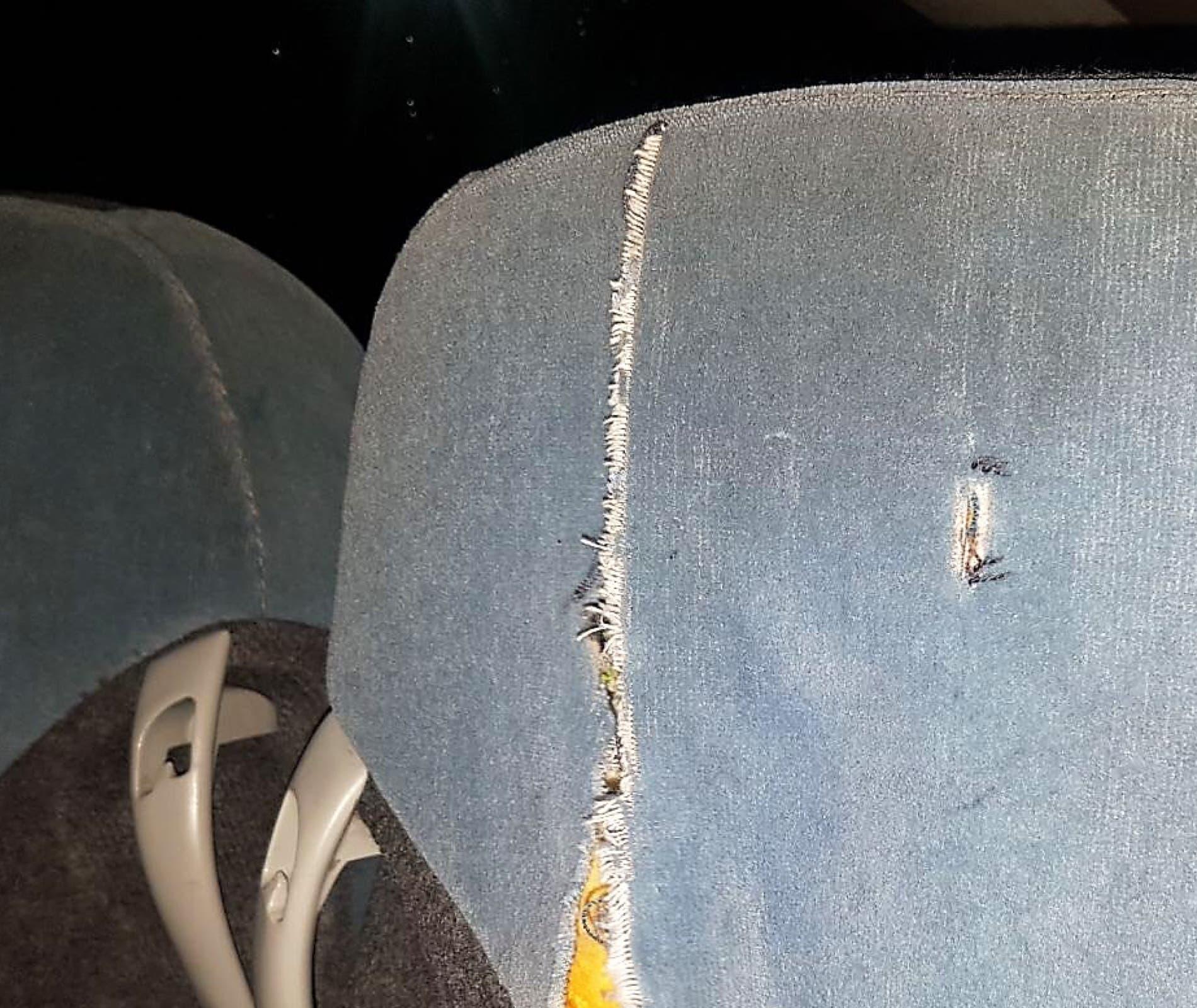 Daños en los asientos del autobús (Ayto. de Velilla).