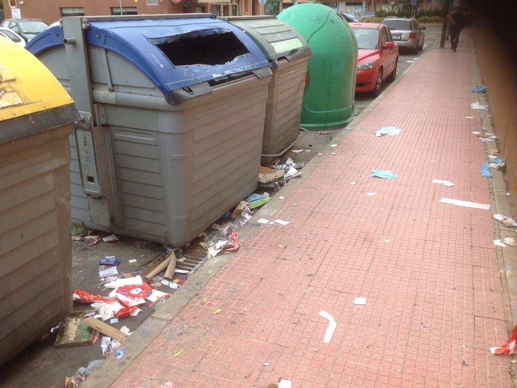 La suciedad en las calles de Alcalá de Henares indigna a las redes