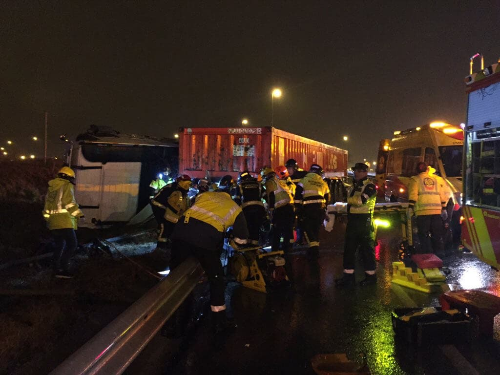 Tres heridos tras ser arrollados por un camión en la M-40