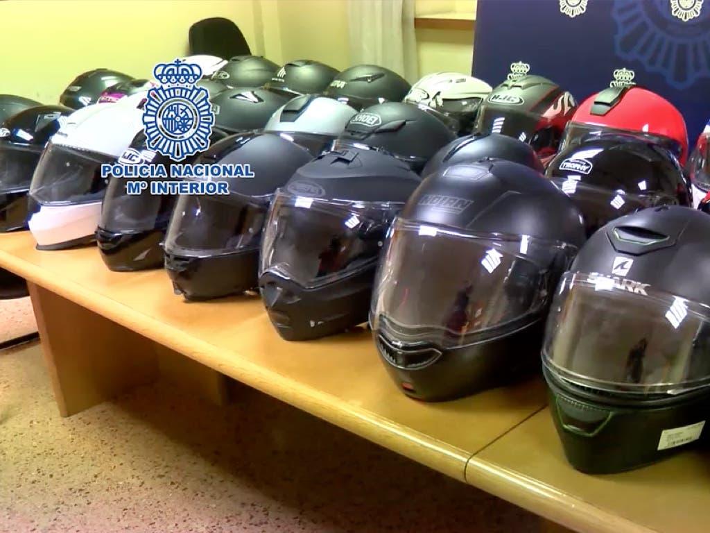 Detenido el ladrón de cascos de moto más activo de Madrid