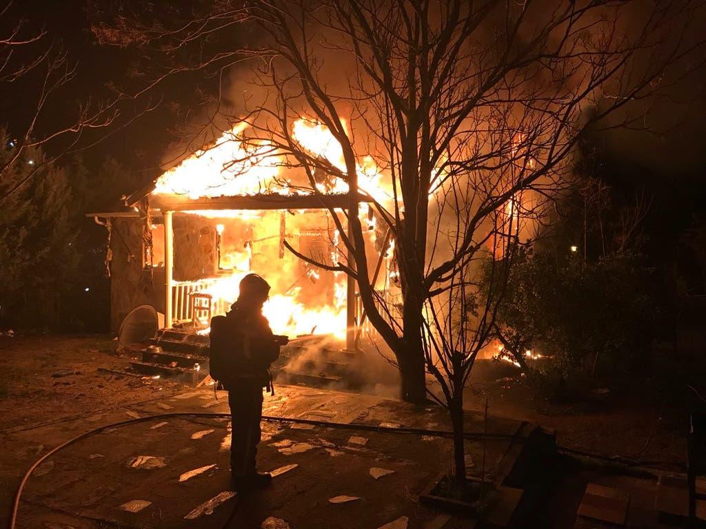 Un incendio devora por completo un chalet en Madrid