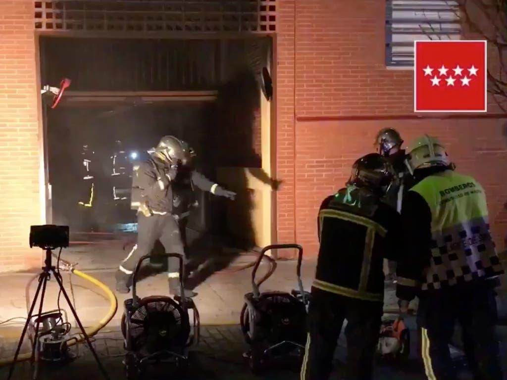 Un incendio en un garaje afecta a más de un centenar de vehículos