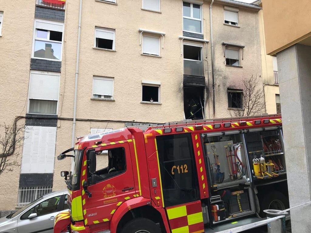 Muy grave una mujer con movilidad reducida al incendiarse su casa