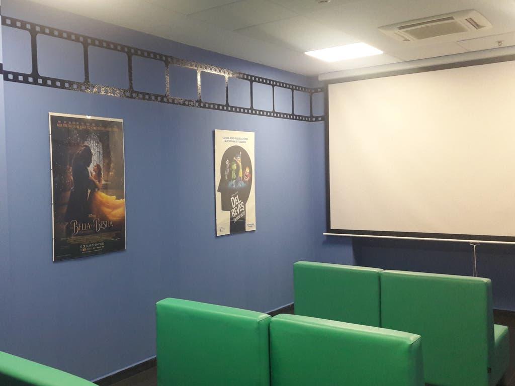 El Hospital de Torrejón estrena sala de cine para niños gracias a Disney