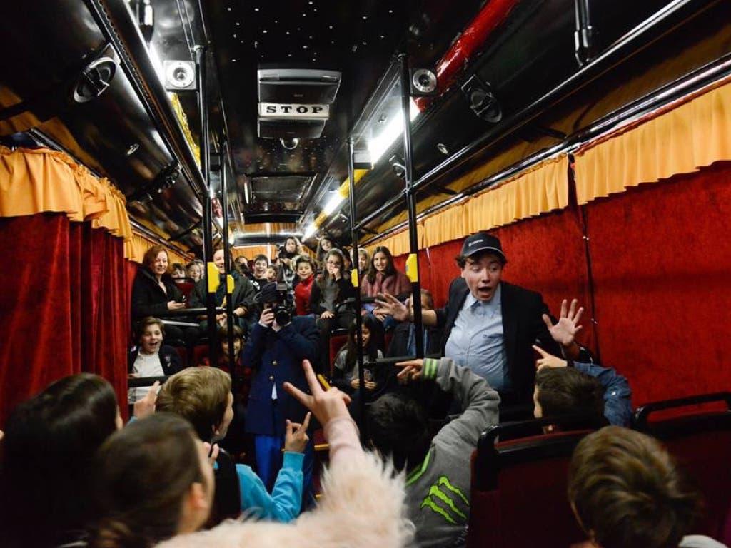 Llega a Torrejón el único autobús de España convertido en teatro