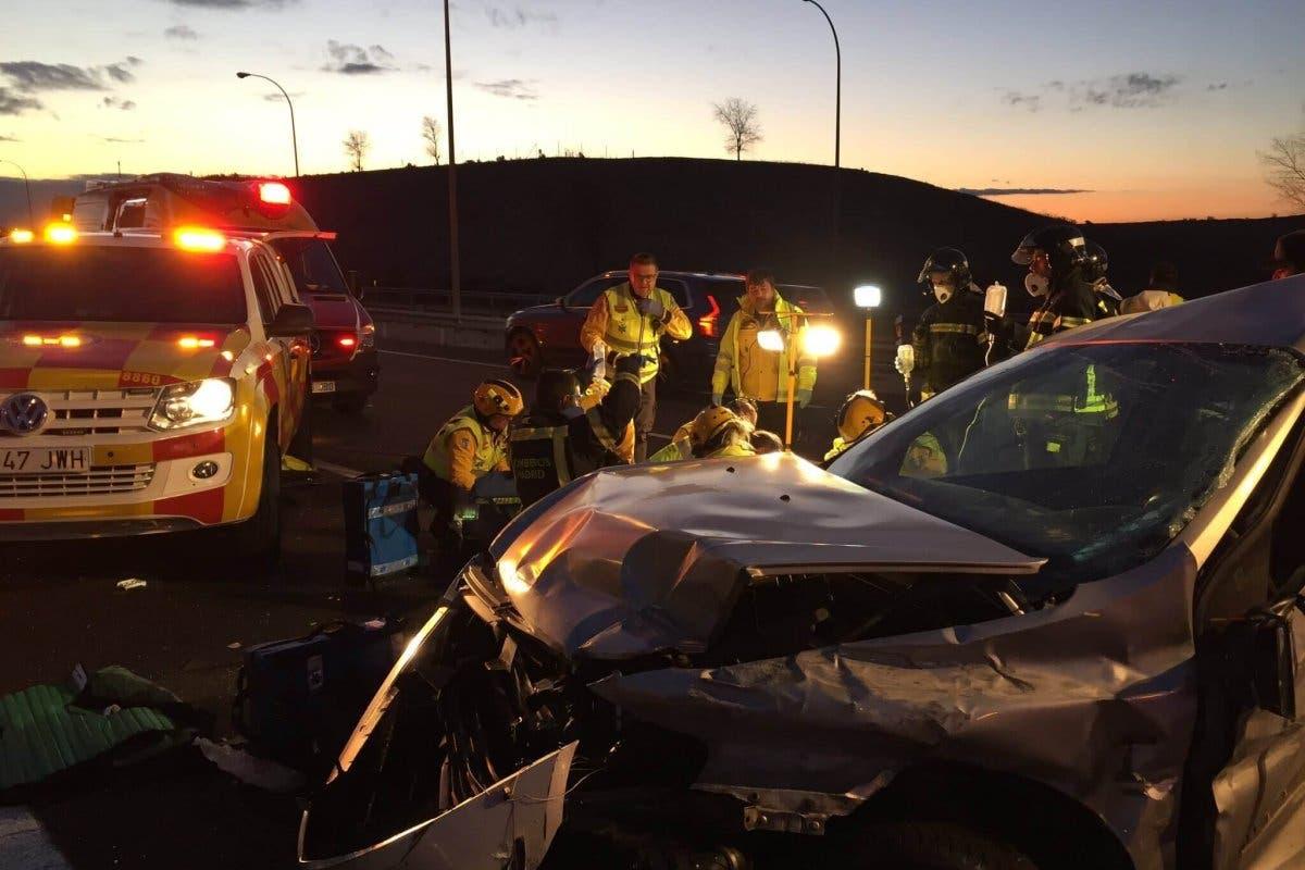 Un conductor en estado crítico tras sufrir un accidente en la M-45