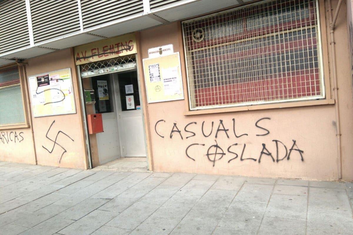 Aparecen pintadas neonazis en un local vecinal de Coslada