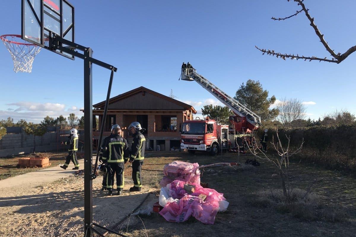 Extinguido un aparatoso incendio en un chalet de Nuevo Baztán