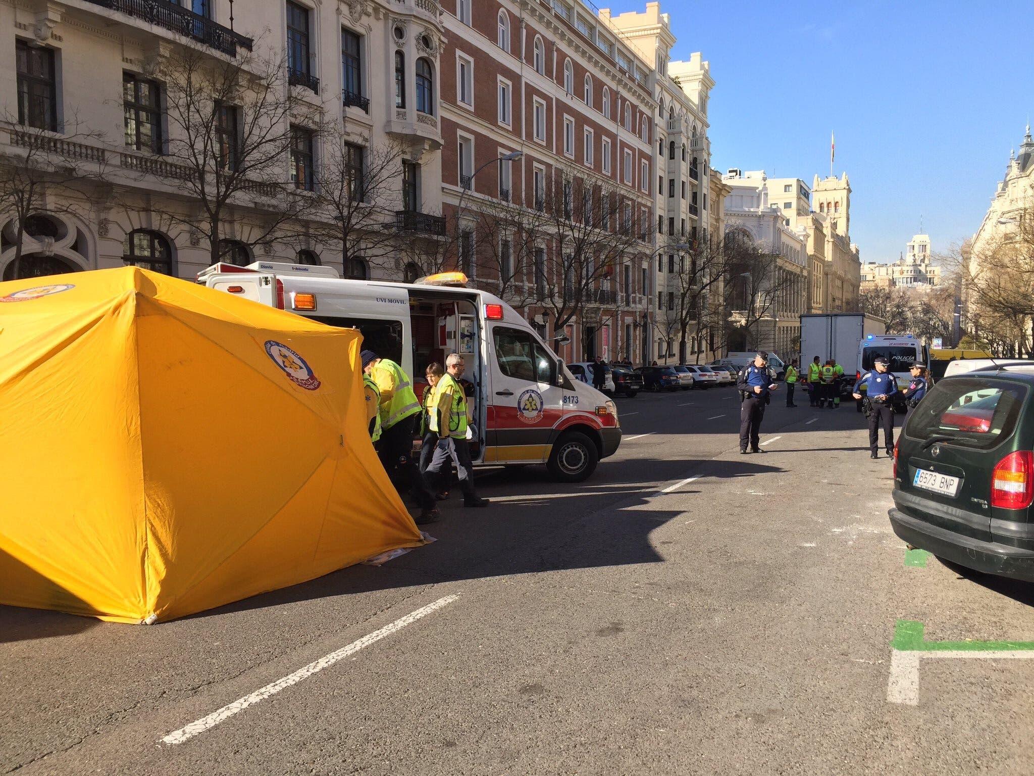 Muere una mujer de 71 años atropellada por un camión en Madrid