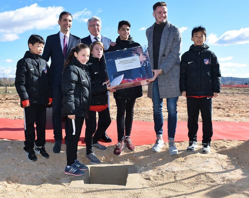 Primera piedra de la Academia del Atlético de Madrid (Ayto. de Alcalá).