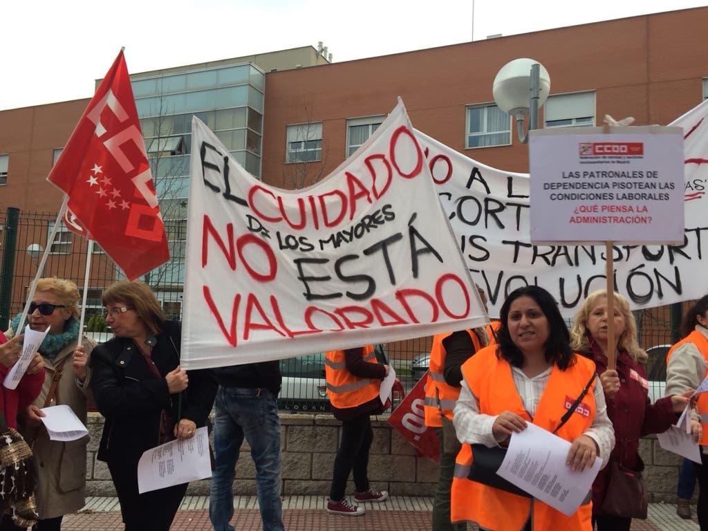 Los trabajadores de Amavir Torrejón se echan a la calle por un salario digno