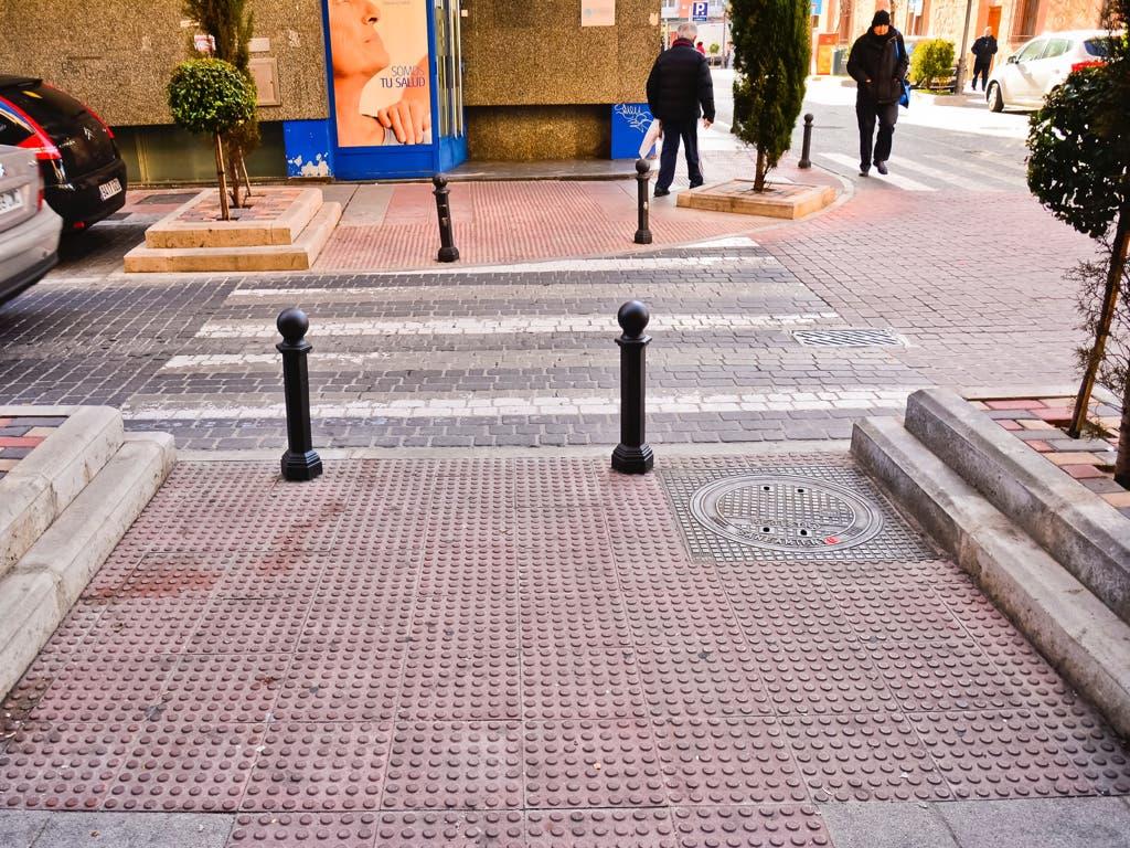 Torrejón continúa eliminando barreras arquitectónicas en las calles