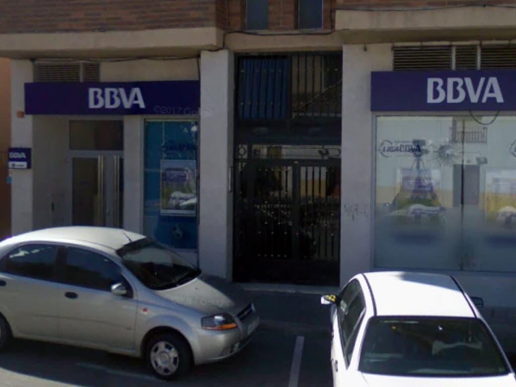 Atracan a punta de pistola una sucursal del BBVA en Villalbilla