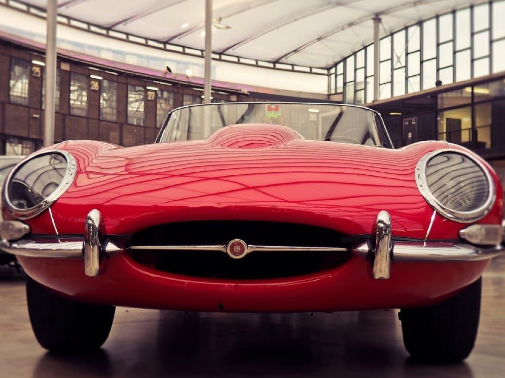Concentración de coches clásicos deportivos en Alcalá de Henares