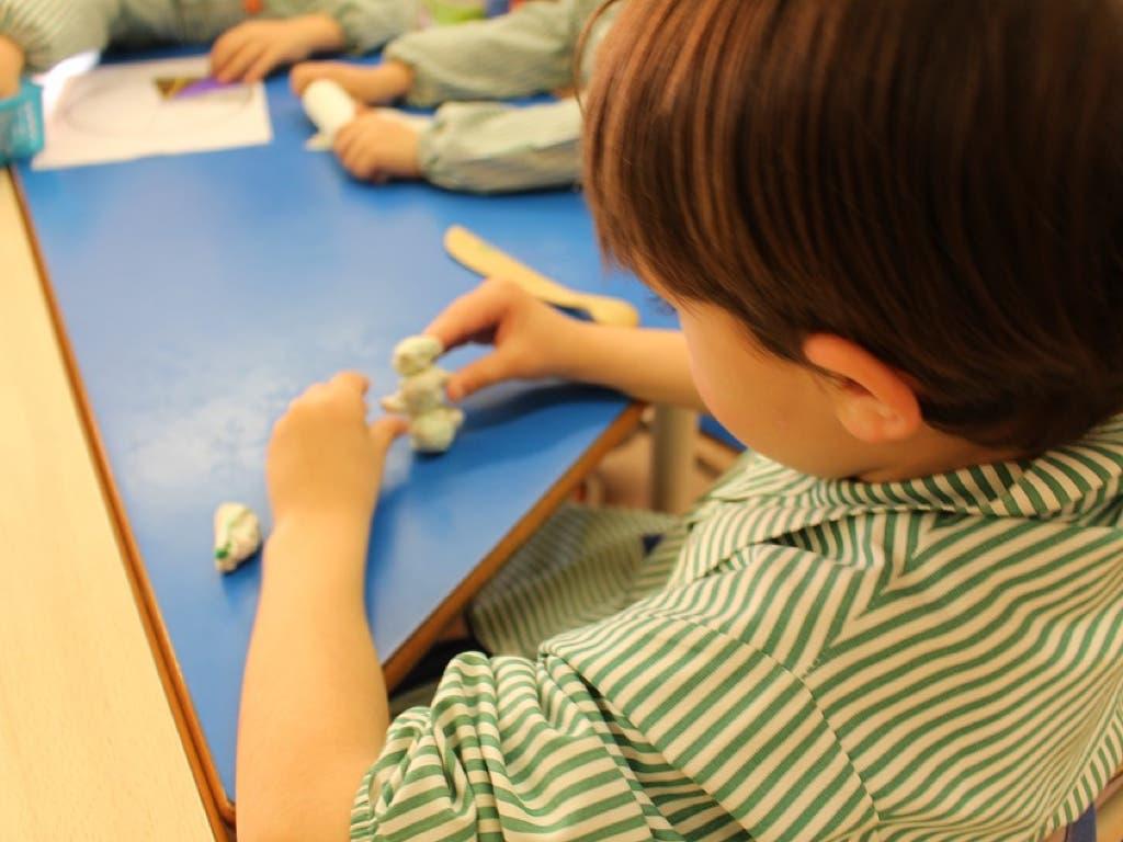 Investigan una intoxicación alimentaria sufrida por unos 40 alumnos de un colegio de Móstoles