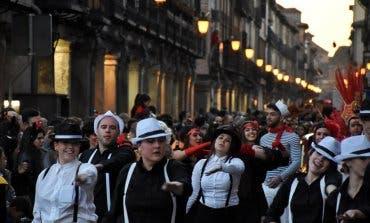 Alcalá celebra el Carnaval con baile, pasacalles y fuegos artificiales