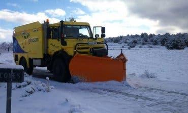 Varios vehículos quedaron atrapados por la nieve en Guadalajara