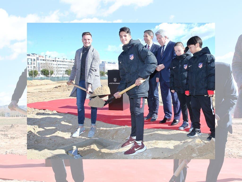 Saúl pone la primera piedra de la Academia del Atlético en Alcalá