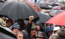 Los jubilados desafían a la lluvia en Madrid para reclamar pensiones dignas