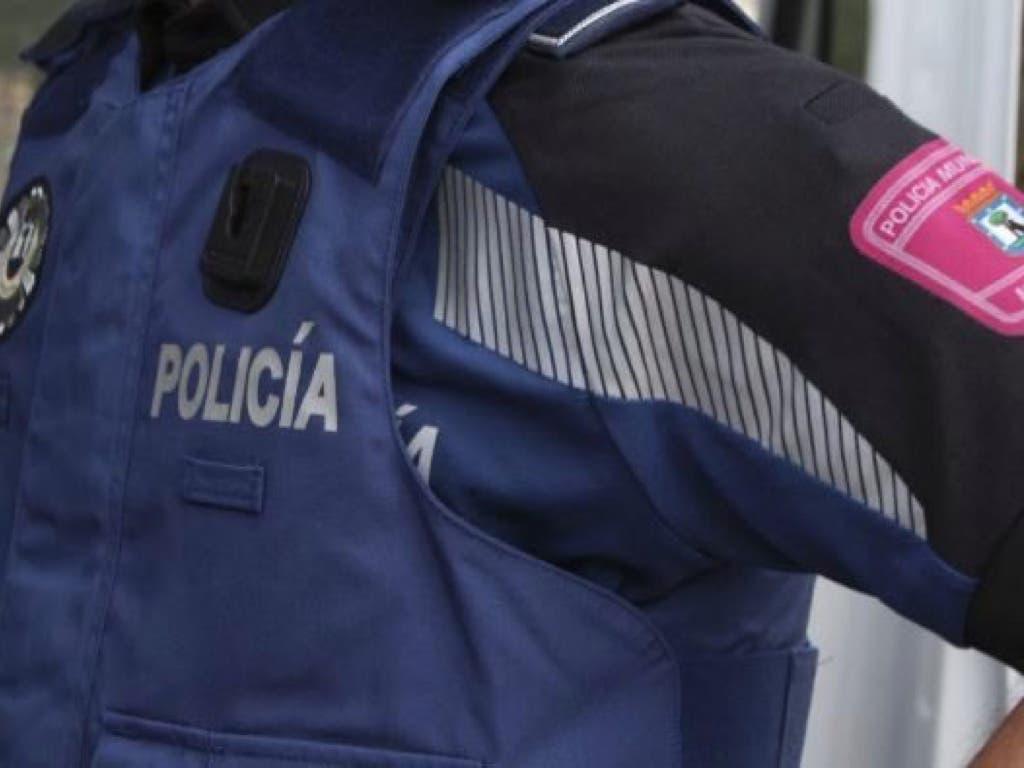 Una pareja agrede a dos policías para defender a un mantero en Sol