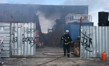 Aparatoso incendio en un taller mecánico con dos heridos