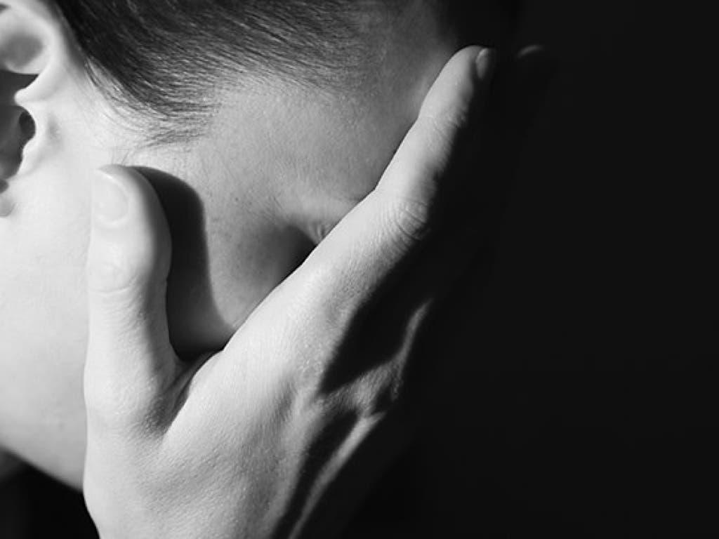 Absuelta una mujer por apuñalar a su marido tras recibir una paliza