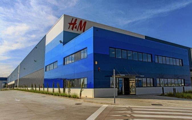 Primera jornada de huelga en el almacén de H&M en Torrejón