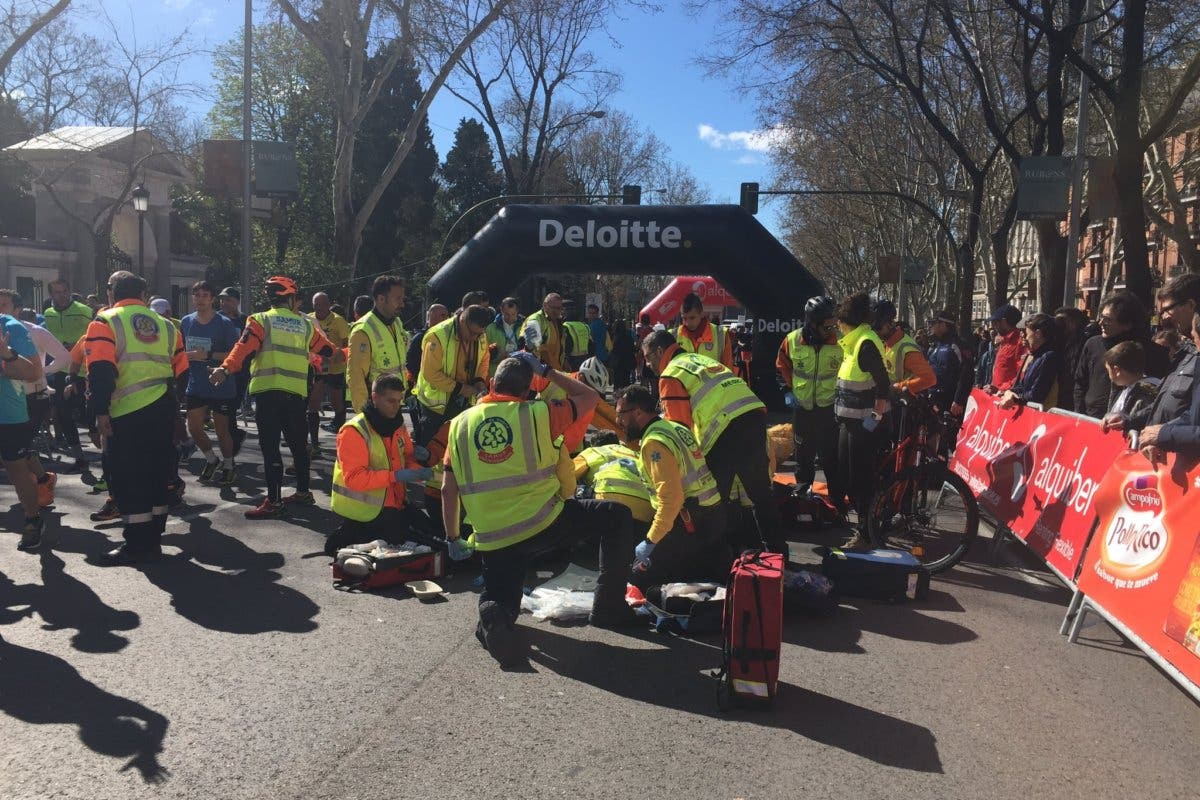 Un corredor de 29 años sufre una parada cardíaca en la Media Maratón de Madrid