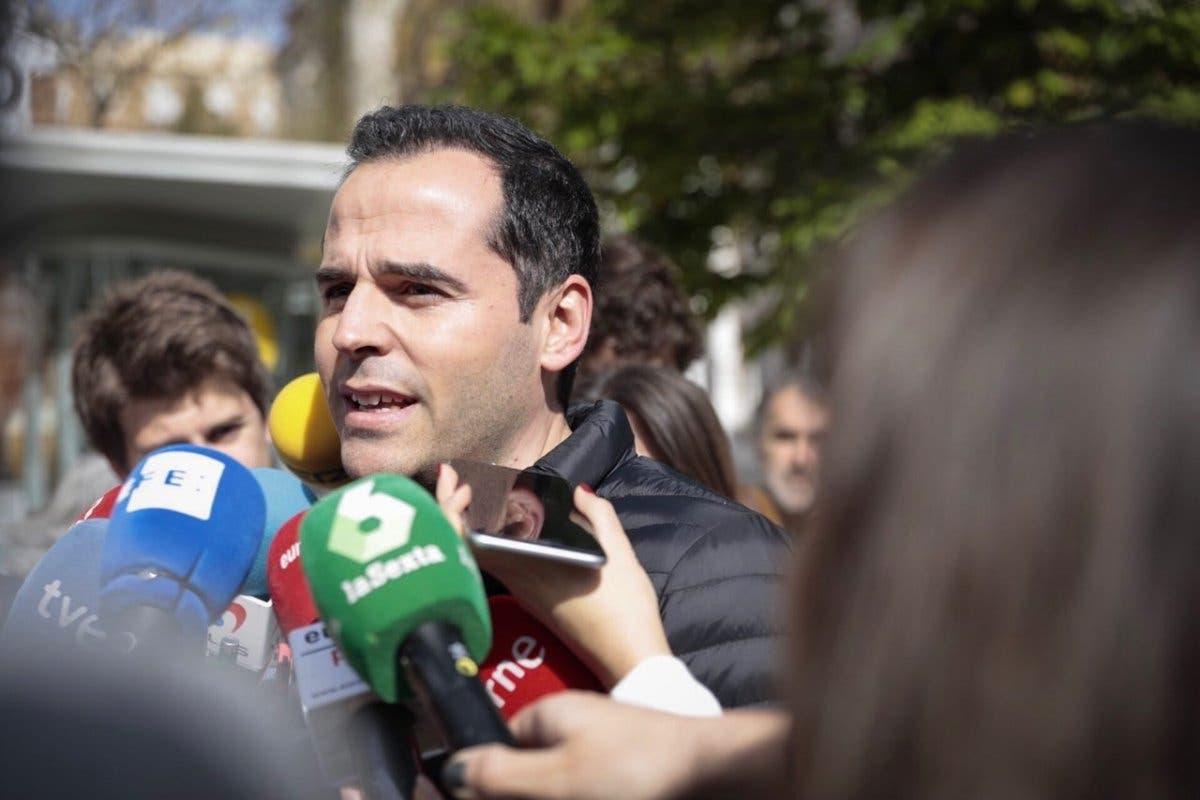 Ciudadanos no descarta sumarse a la moción de censura del PSOE contra Cifuentes
